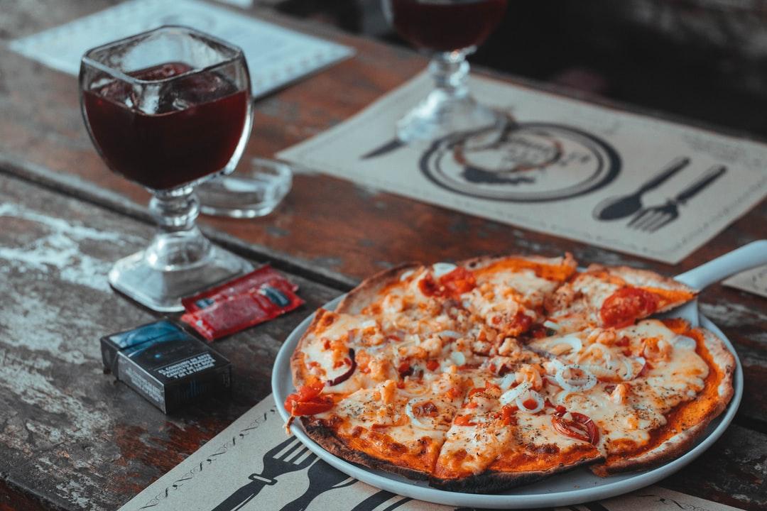 Ile kalorii ma pizza? O czym pamiętać, aby cieszyć się lekkim obiadem