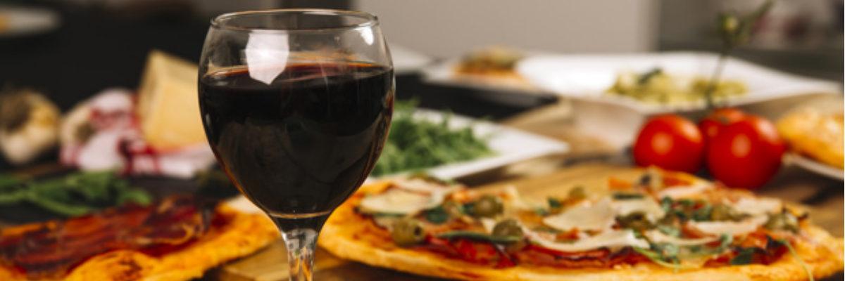 Jak najlepiej dobrać napój do pizzy?
