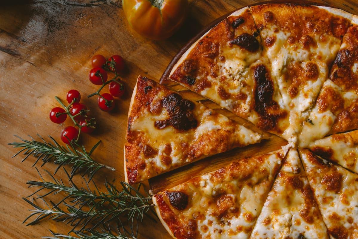 Jaka pora roku, taka pizza. Jakie składniki wybrać na jesień, by było smacznie, zdrowo i kolorowo?