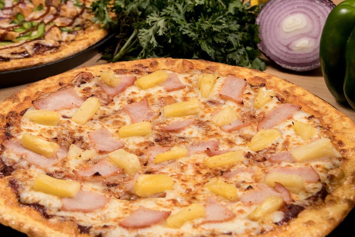 Pizza hawajska - jakie składniki zawiera?