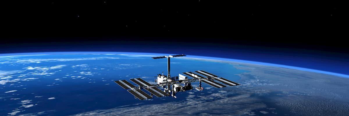 Pizza w kosmosie - w 2001 Pizza Hut dostarczyła pierwszą w historii pizzę na ISS